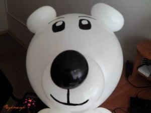 Белый медведь из шаров