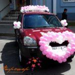 украшение из шаров на машину