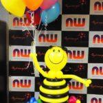 Пчелка на полянке из воздушных шариков