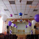 Выпускные в школе. Украшение шарами сцены