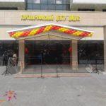 Украшение воздушными шарами открытия Торгового центра